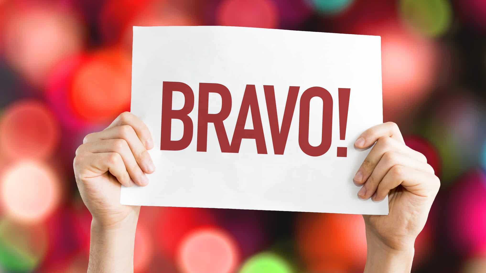 Hands holding sign saying 'Bravo!'