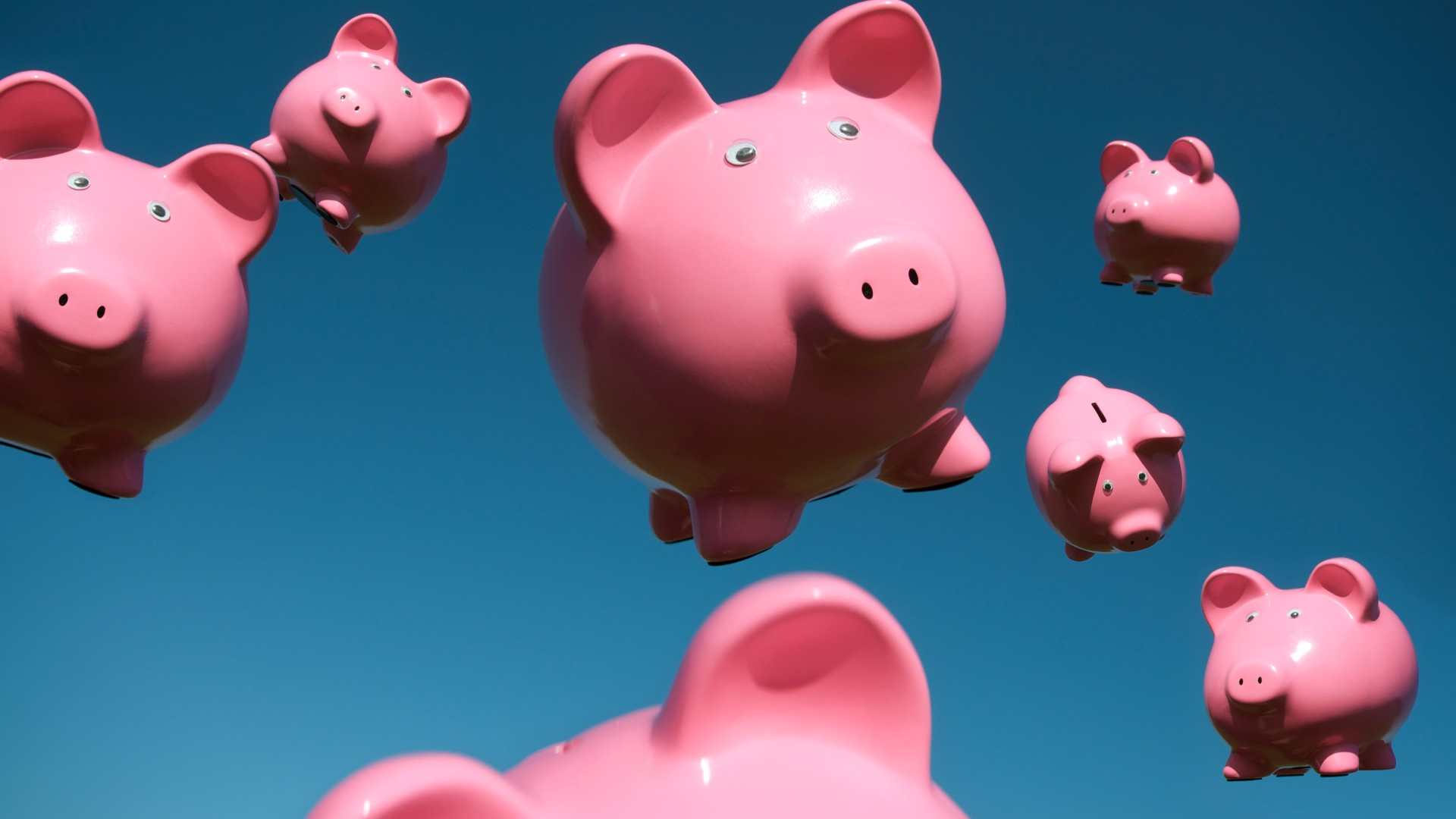 little pig piggy banks falling from the blue sky, indicating a windfall of income from ASX dividend shares