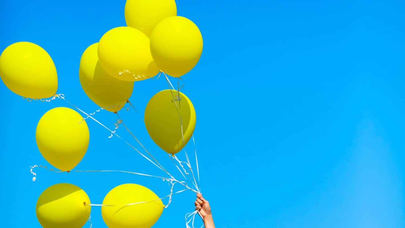 Flying ASX share price represented by bunch of yellow balloons flying high
