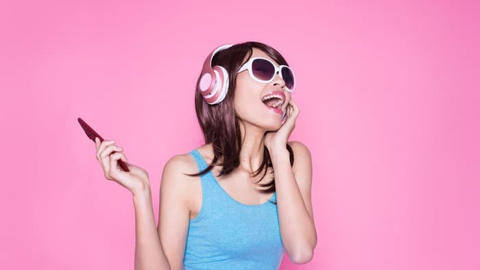 women listening to music with headphones on her head